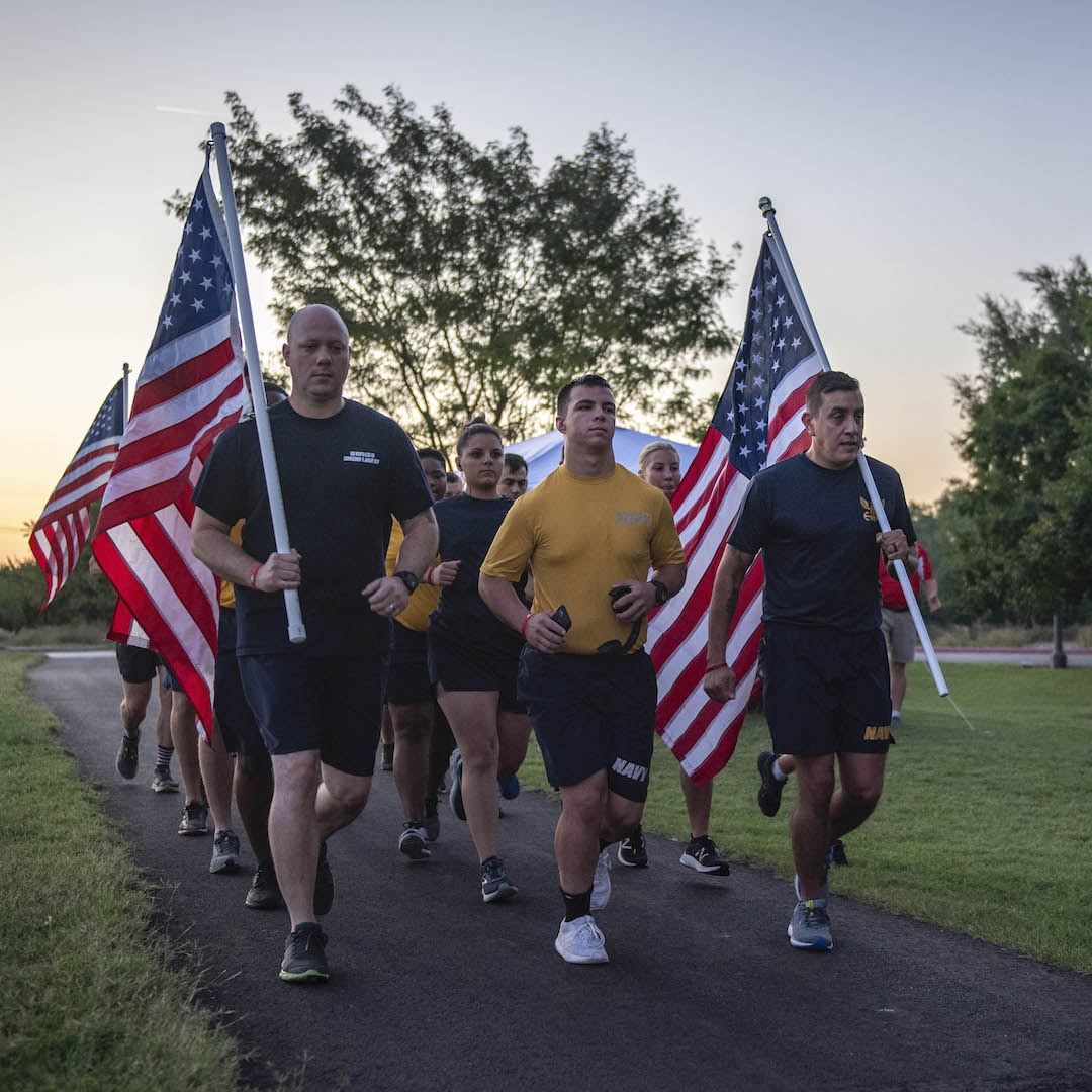 wichita navy week sailors run in 911 memorial run